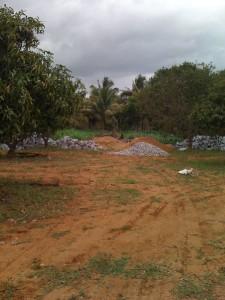 17-07-2013 - Materiali accumulati per la costruzione delle mura