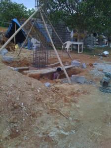 01-08-2013 - Dettaglio di costruzione di una colonna del Gate con l'Accomodation & Security sullo sfondo