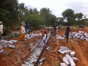 19-07-2013 - Fase iniziale della costruzione delle mura di cinta