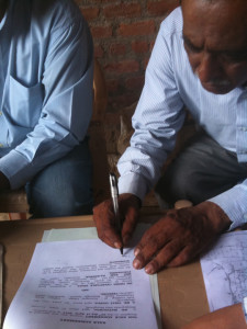 22-05-2013 - Firma del contratto di acquisto del terreno